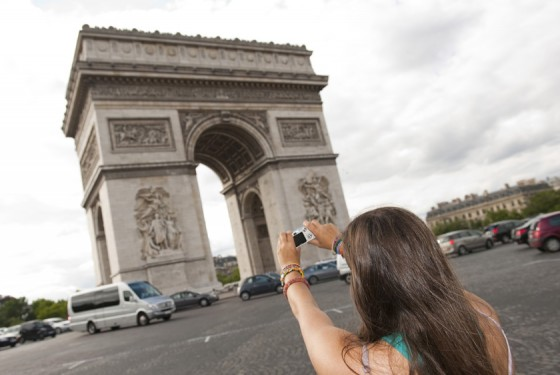 Photo in front of the Arc de Triomphe