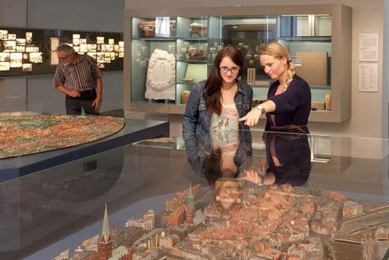 Two women in front of Miniatur Wunderland of Hamburg in the Museum of Hamburg History