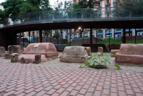 Roman cementery Museo d'Historia de Barcelona MUHBA Via Sepulcral Romana