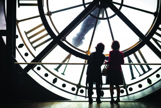 Two children in front of a big clock in the Musée d'Orsay
