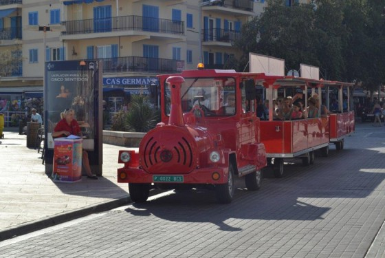 Open red train in El Arenal