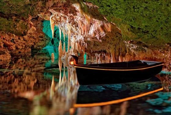 A rowing boat in the water in the Cuevas de Hams