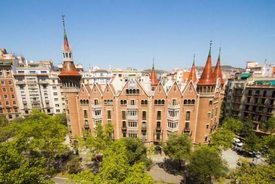 Casa de les Punxes in Barcelona aeration of the building