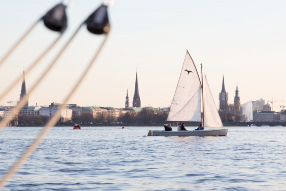 Sailing on the Aussenalster with Hamburg City Sailing