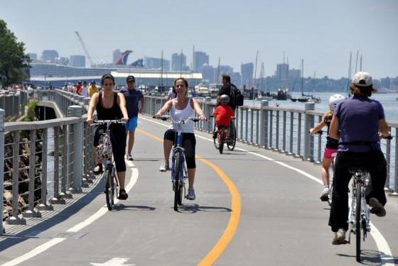 Hudson River bike and rollerblades rental